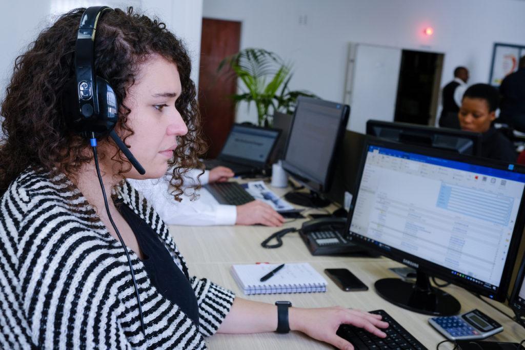 Women at a helpdesk