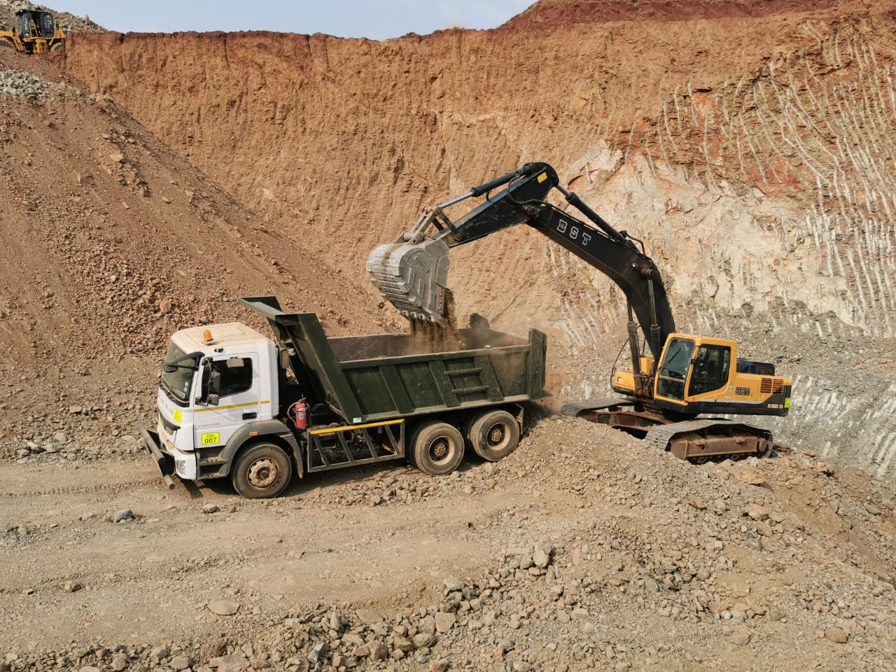 BST Plant Hire invests in a new 38 ton Hyundai tracked excavator